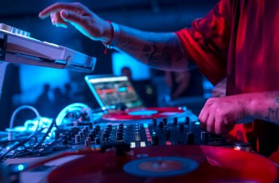 8 Reasons Why DJs Mix